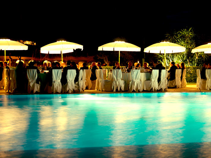 Galleria hotel sica for Cena in piscina